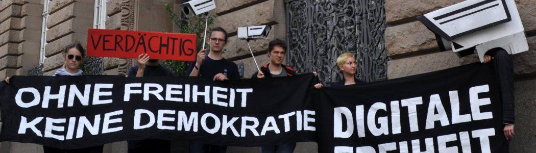 Protest vor der bayrischen Landesvertretung gegen das PAG